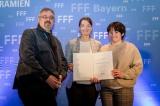 von links: Kinobesitzer Herr Albrecht, Frau Staatsministerin Judith Gerlach, Frau Albrecht